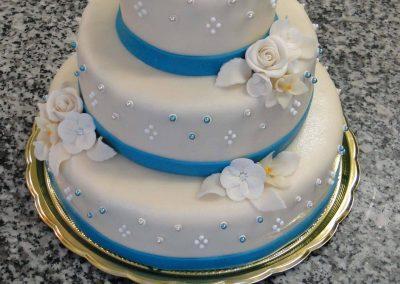 Kék piramis torta