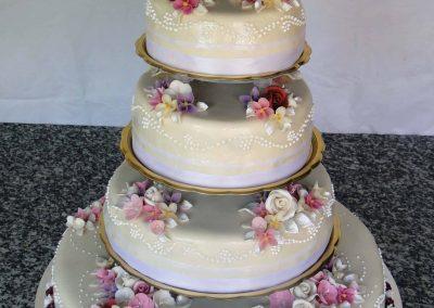 Díszes torta