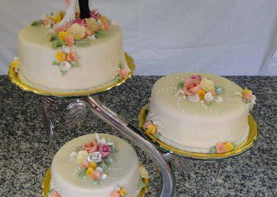 Háromrészes virágos torta
