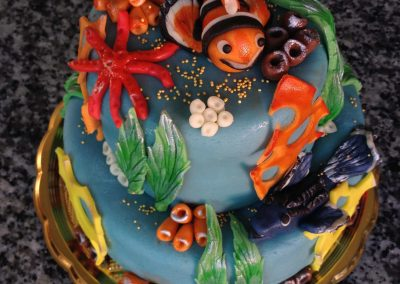 Emeletes torta akvárium díszitéssel